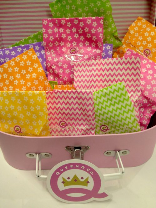 Queen-and-co-decorative-party-bags